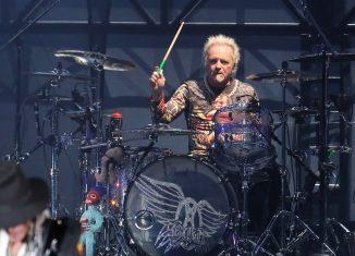 Joey Kramer toca no show do Aerosmith no São Paulo Trip — Foto: Celso Tavares/G1
