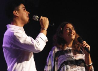 Rodrigo Faria e Jussara Silveira no show 'Joia' — Foto: Mauro Ferreira / G