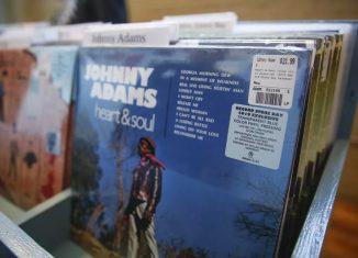 Vendas de vinil superam as de CDs pela primeira vez desde 1980 nos EUA — Foto: KAMIL KRZACZYNSKI / AFP